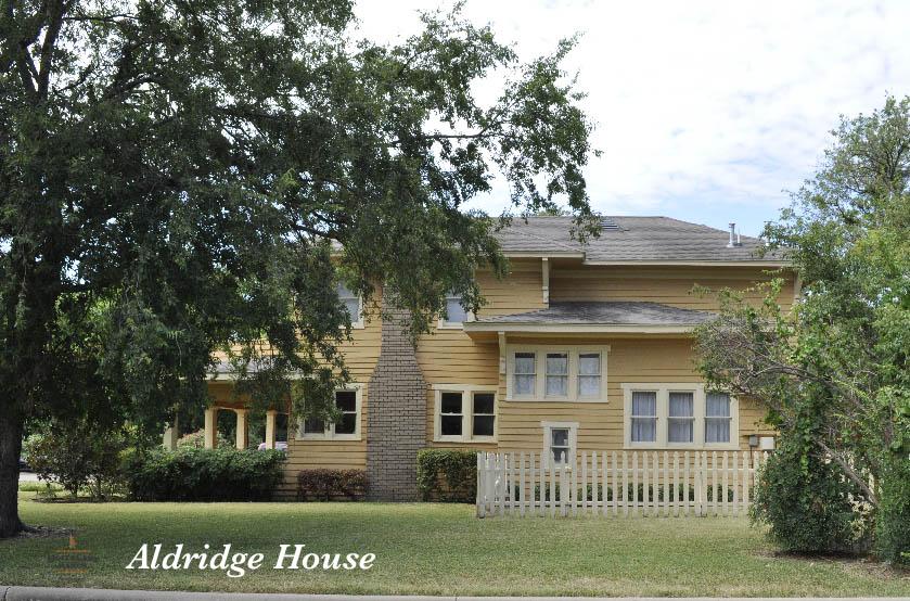Aldridge  house, Plano Texas - photo: Eric VanSingel