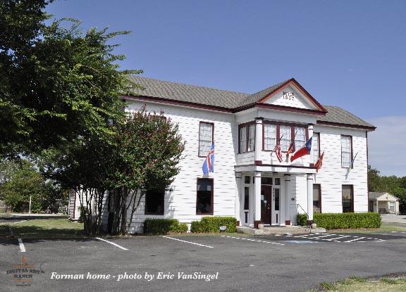Forman Home, Plano Texas  - photo: Eric VanSingel